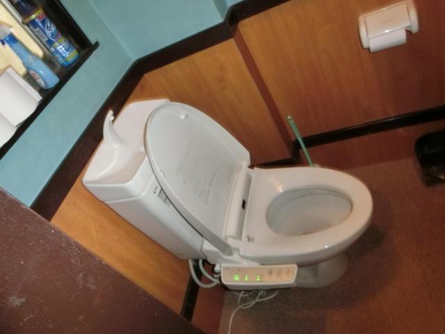 プチホテル AGAIN(荒川区/ラブホテル)の写真『2階の共同トイレ』by おこ