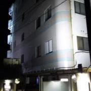 555 Villas & Towers(スリーファイブビラ&タワーズ)(伊豆の国市/ラブホテル)の写真『201号室利用。帰り際、夜の外観の写真です。』by マリさん