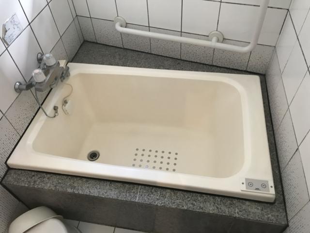 SUN PALACE(台東区/ラブホテル)の写真『(205号室)浴室、浴槽、ちょっと小さめですかね。』by こーめー