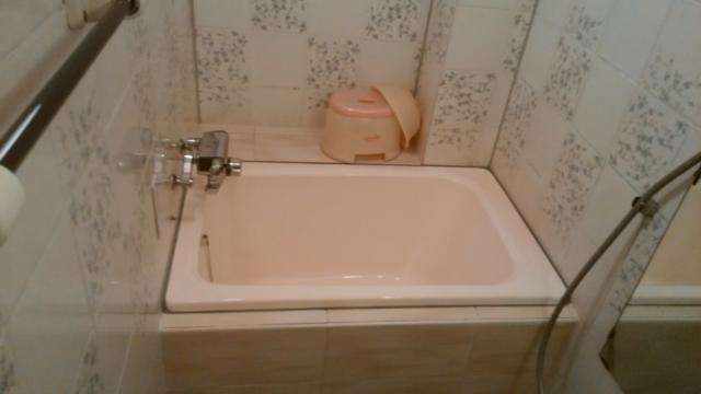 ホテルエーゲ海(荒川区/ラブホテル)の写真『203号室:湯船(深さはあるが、小さい!混浴は無理)』by オレの地雷を越えてゆけ!
