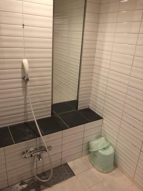 HOTEL CULLEN(大阪市/ラブホテル)の写真『411 バスルーム洗い場』by 輝rin