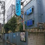 ドルフィン(新宿区/ラブホテル)の写真『昼の外観』by なめろう