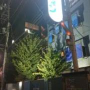 ドルフィン(新宿区/ラブホテル)の写真『夜の外観』by 爽やかエロリーマン