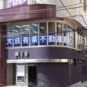 ホテル MIU(ミュウ)(全国/ラブホテル)の写真『昼の外観(1階にコンビニのスリーエフ)』by ホテルレポったー
