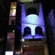 ホテルJS(全国/ラブホテル)の写真『夜の外観1』by スラリン