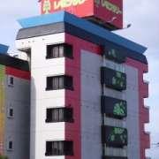 ホテル レモンツリー(全国/ラブホテル)の写真『昼の外観(南東から)』by ホテルレポったー