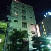 スタークレセント(立川市/ラブホテル)の写真『夜の外観(表側)』by スラリン