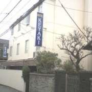 ホテル ケヤキ(全国/ラブホテル)の写真『昼の外観』by すももももんがー