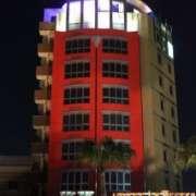 リゾートタワー横田(全国/ラブホテル)の写真『昼の外観』by スラリン