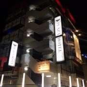 新日本プラザホテル(全国/ラブホテル)の写真『昼の外観  南側概観(南東の角方向より)』by ルーリー9nine