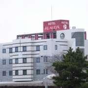 ホテル アラウダ 千葉北(全国/ラブホテル)の写真『昼の外観』by ホテルレポったー