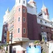 HOTEL FAMY(ファミー)(全国/ラブホテル)の写真『昼の外観(裏から)』by ホテルレポったー