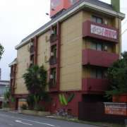 ホテル モンスーン(全国/ラブホテル)の写真『昼の外観(西から)』by ホテルレポったー