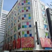 カラフルP&A新宿(全国/ラブホテル)の写真『北西側角の外観 ( =外観正面側 )』by ルーリー9nine