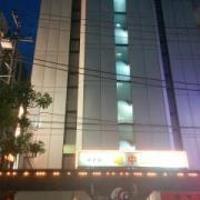 ホテル 地中海(全国/ラブホテル)の写真『駐車場入口付近の様子(昼・ちょっと接近)②』by 少佐