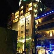 RAY FIELD(全国/ラブホテル)の写真『外観(昼間・公園側から)①』by 少佐