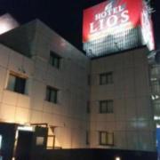 リオス柏(全国/ラブホテル)の写真『昼の外観(南西から)』by ホテルレポったー