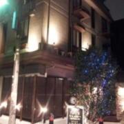 HOTEL VILLA WHITE(ヴィラホワイト)(全国/ラブホテル)の写真『外観(夕方)⑤』by 少佐