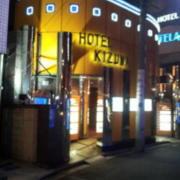 HOTEL 絆(きずな)(全国/ラブホテル)の写真『昼の外観  裏側( 西側)入口棟  南方向より望む』by ルーリー9nine