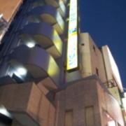 サンマリン(新宿区/ラブホテル)の写真『外観と看板(夜)』by 少佐