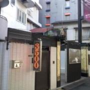 ホテルイーアイ西日暮里店(全国/ラブホテル)の写真『入口付近の様子(昼)②』by 少佐