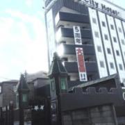 MG City Hotel(エムジーシティホテル)(全国/ラブホテル)の写真『昼の入口  全景(東側概観を北方向より)』by ルーリー9nine