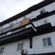 ホテルGIG(ジーアイジー)(全国/ラブホテル)の写真『駐車場から見た外観』by おむすび