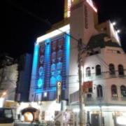 HOTEL MANHATTAN 梅田店 (マンハッタン)(全国/ラブホテル)の写真『夜の外観⑤』by 少佐
