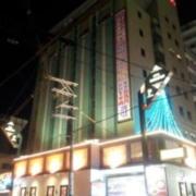 HOTEL MANHATTAN(マンハッタン)十三店(全国/ラブホテル)の写真『朝の外観①』by マーケンワン
