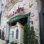プロヴァンスの街に 難波店(全国/ラブホテル)の写真『夕方の入口付近の様子』by 少佐