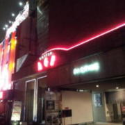 モダンエイジ(全国/ラブホテル)の写真『昼過ぎの駐車場出入口付近』by 少佐