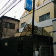 かじか(全国/ラブホテル)の写真『右側から見た昼の外観』by