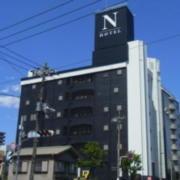 N HOTEL(全国/ラブホテル)の写真『昼の外観 (南西から)』by ホテルレポったー