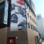 HOTEL TSUBAKI 錦糸町(全国/ラブホテル)の写真『昼の外観  北側全景  建物北東の角より錦糸町駅方向へ』by ルーリー9nine