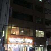 ホテル EXCEL(レンタルルーム)(全国/ラブホテル)の写真『昼過ぎのレンタルルームがある建物の外観(北側)』by 少佐