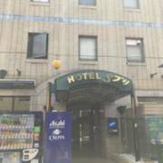 ホテル Sプリ(全国/ラブホテル)の写真『昼の北側外観と北側入口』by 少佐