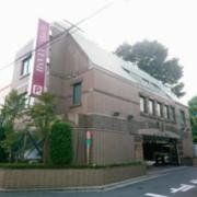 ATAMI(アタミ)(全国/ラブホテル)の写真『駅側の昼間の全景』by fooo