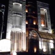 利楽(リラク)(全国/ラブホテル)の写真『夜の外観(12月27日ニューオープンとの事でしたが、まだ工事が行われている様子でした)』by すももももんがー