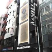 RAMSES SEVEN(ラムセスセブン)(全国/ラブホテル)の写真『昼の外観  西側(商店街側)全景 中央のビル』by ルーリー9nine