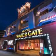 ホテル ウォーターゲート相模原(全国/ラブホテル)の写真『夜の外観』by きなこもち