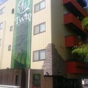 HOTEL TWIN(ツイン)(全国/ラブホテル)の写真『ホテル全景①(南側からの風景)』by YOSA69