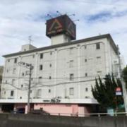 アルファ北松戸(全国/ラブホテル)の写真『昼の外観(2020春頃看板リニューアル)』by mailbox