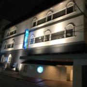 ホテルYUCASHI(全国/ラブホテル)の写真『夜の外観』by サトナカ